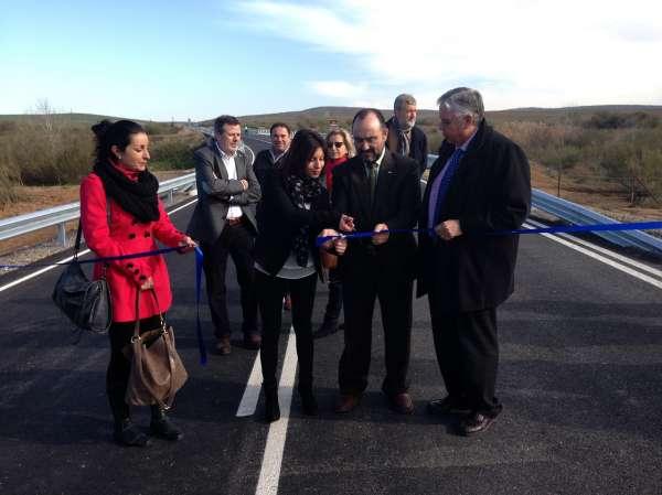La Diputación de Badajoz completa el ensanche y refuerzo de la carretera BA-082, que enlaza Llera con la EX-202