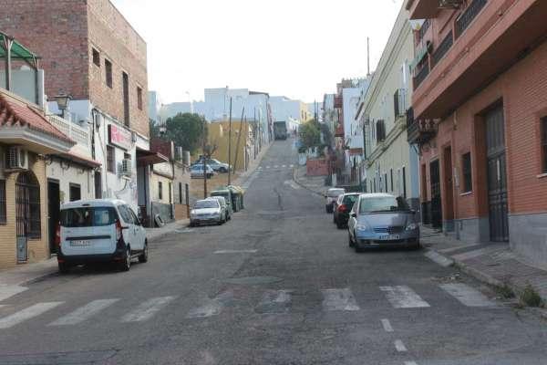 Invierten más de 100.000 euros en el asfaltado de vías completas y cruces en Alcalá de Guadaíra