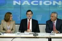 Rajoy dice que sus encuestas dan ganador al PP y que Podemos sería la segunda fuerza en generales