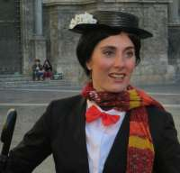 Mary Poppins pasea por Murcia para promocionar Englishcafe Murcia y regalar un bono mensual