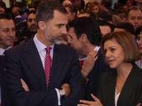 Los Reyes visitan el stand de Castilla-La Mancha y se interesan por la programación del Centenario del Quijote