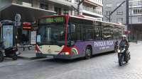 El Ayuntamiento entrega a cuenta 1,1 millones para enjuagar el déficit de 2014 en el bus urbano