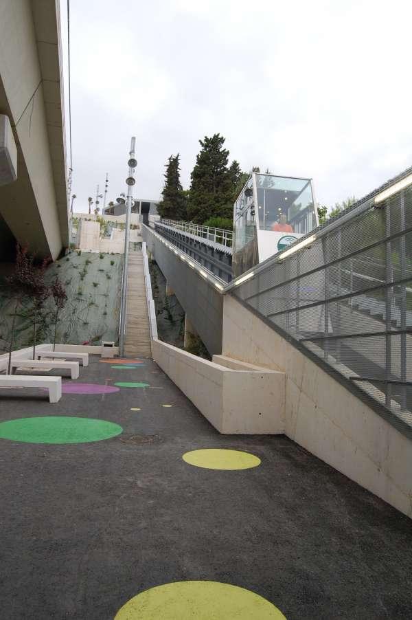 De nuevo en servicio el ascensor inclinado que conecta la estación de metro de San Juan Bajo con el Monumento