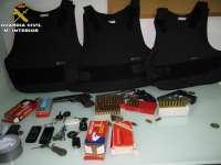 La Guardia civil desmantela una base logística de narcotraficantes y detiene a tres personas