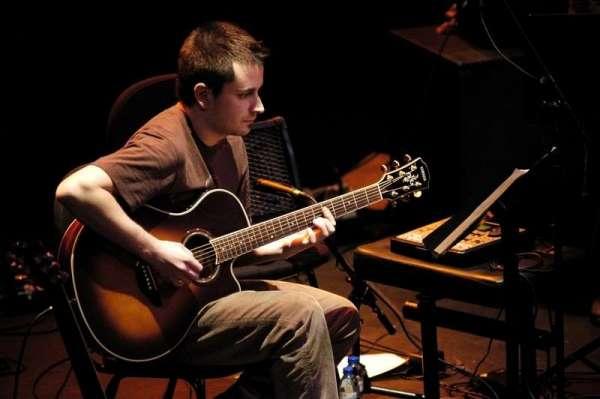 El guitarrista portugués André Fernandes presenta su disco Wonderwheel en el Jimmy Glass
