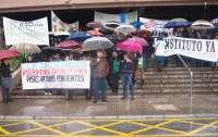 Más de 400 personas protestan en la capital por la falta de centros educativos en Rincón, Teatinos y Mijas