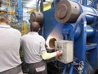 La producción industrial cayó un 3,0% en enero, una décima más que en España