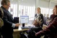 Zoido visita la sede de Aspace y defiende la labor de la asociación en favor de los mayores