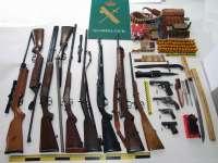 Dos detenidos por traficar con 25 armas y abundante munición