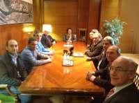 Puerto se reúne con Tecade, Astilleros Guadalquivir y sindicatos para plantear estrategias y revitalizar sector