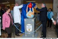 El Hospital Nuestra Señora del Prado ya luce el monumento al donante de sangre hecho por ceramistas de Talavera