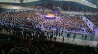 Miles de personas siguen ya las chirigotas previas al mitin de Podemos en el velódromo de Dos Hermanas