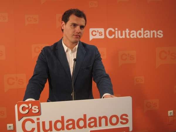 Albert Rivera afirma que Ciudadanos apoyaría la lista más votada en Madrid o Valencia