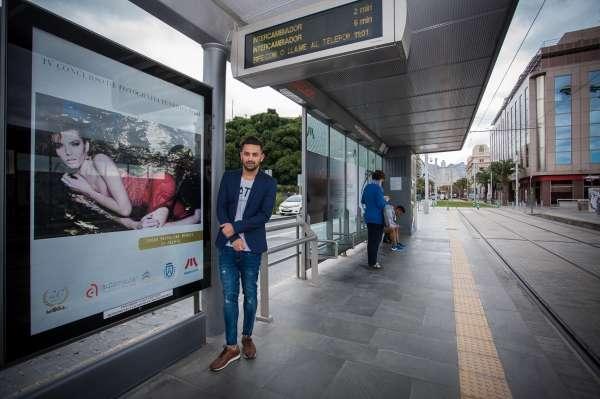 Las paradas del tranvía exhiben las fotos finalistas del certamen de Tenerife Moda