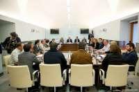 El Gobierno extremeño y los grupos parlamentarios escenifican su
