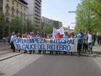 Afectados por las crecidas del río Ebro exigen la limpieza integral del cauce