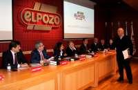 Más de 200 ganaderos se reúnen en ElPozo para debatir sobre la situación del sector porcino