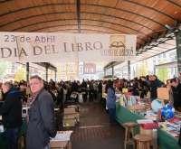 Un soleado Día del Libro reúne a cientos de personas