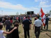 Unas 25.000 personas celebran en la campa la fiesta popular poco reivindicativa en un ambiente lúdico