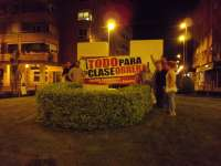 El PCPE de La Rioja inicia la campaña decorando el monumento al empresario