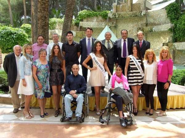 Miss World Islas Baleares 2015 entrega la recaudación de las entradas del certamen a la Asociación Asdica de Calvià