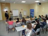 La presidenta de la Diputación inaugura un curso de atención sociosanitaria a dependientes