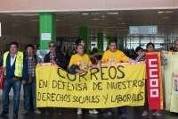 Una treintena de sindicalistas de Correos se encierra en dependencias de la Agencia Tributaria de Valladolid