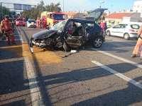 Dos personas resultan heridas en un choque entre dos vehículos a la entrada del aeropuerto de Manises