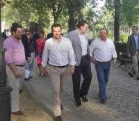 Rajoy pide a Sánchez y Díaz que telefoneen a Moreno para decirle si quieren