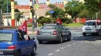 Una caravana de unos 60 coches protesta en Sevilla por la situación laboral de los teleoperadores del 061 y 112