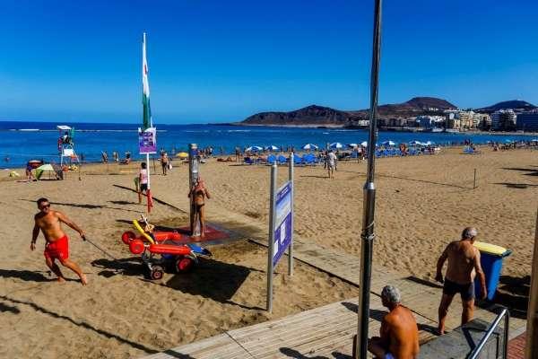 El Ayuntamiento de Las Palmas de Gran Canaria amplía el horario del servicio de vigilancia de Las Canteras
