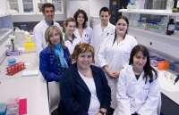 Saray dona a Navarrabiomed 22.800 euros recaudados en una carrera solidaria para investigar el cáncer de mama