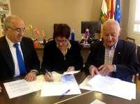 Firma de convenio de colaboración del programa 'Una Vida Digna' de la obra social de Ibercaja