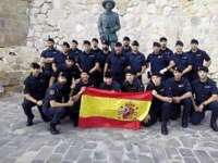 APDH se ofrece a explicar a los guardias civiles quién fue Franco después de fotografiarse ante su estatua en Melilla
