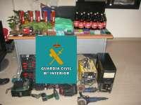 Sucesos.- La Guardia Civil desmantela un punto de venta de marihuana en Baena y detiene a dos vecinos