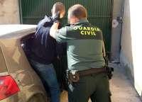 La Guardia Civil detiene a los 3 integrantes de un grupo delictivo dedicado a la sustracción de fruta en Cieza