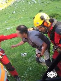 Rescatan a un montañero