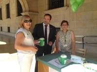 El presidente de la Diputación de Teruel participa en la cuestación de la AECC