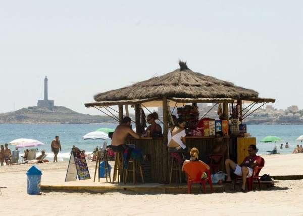 Todos los puestos de vigilancia de playas abren este domingo con bandera verde