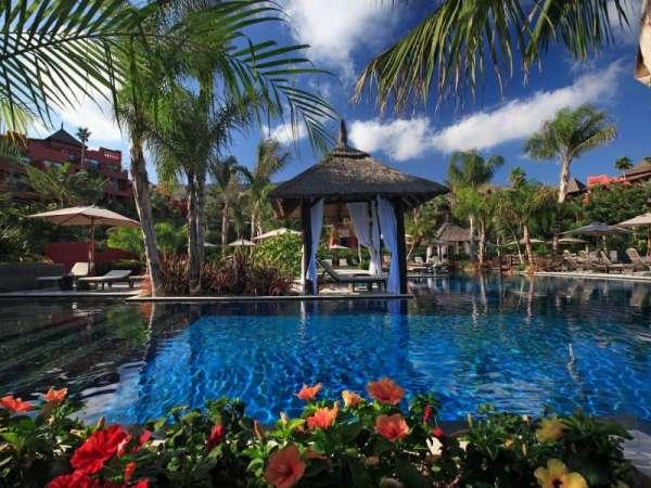 Las terrazas del Aimia Hotel, el Puravida Resort Portopetro y el Son Julia, en Mallorca, entre las mejores en España
