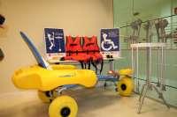 Cruz Roja Las Palmas recibe material para promover el acceso a las playas de las personas con movilidad reducida