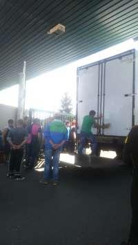 DIA materializa el cierre patronal en su almacén de Santiago, con una plantilla de 120 trabajadores