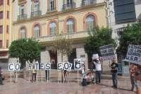 En torno a 70 personas se concentran en la capital para mostrar su apoyo a los refugiados
