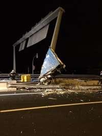 Fallece un camionero al chocar contra un poste a la salida de los túneles de Guadarrama