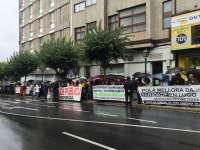 (AM)Medio centenar de personas exige ante la Cámara la dimisión de Mosquera por el estado del hospital