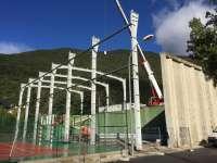 La estructura del recinto ferial de Biescas avanza a buen ritmo a un mes de la Feria de Otoño