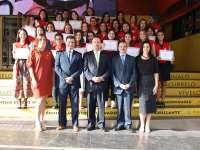El ministro de la Embajada de Perú y el empresario riojano Pedro Álvarez distinguen a alumnos de la UPC de Lima