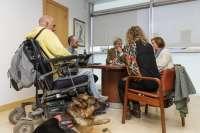 Cantabria regulará el acceso a espacios públicos y privados de perros guía de discapacitados