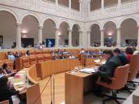 La N-232, la Ley de Dependencia o la salida masiva de jóvenes al extranjero se debatirán en el Parlamento