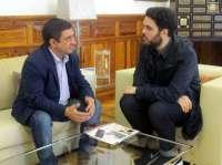 MásJaén.-Reyes destaca la promoción de la colección del diseñador Leandro Cano para 'Jaén, paraíso interior'